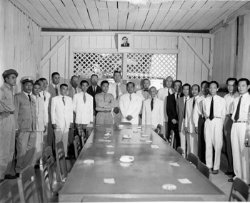 Photograph of unidentified men and some officials from MSUG